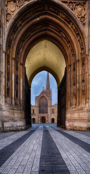 Norwich Cathedral through the Erpingham Gate Canvas Print by Rus Ki