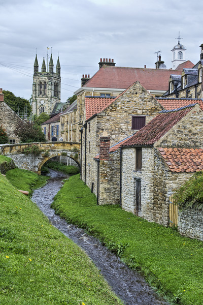 Helmsley Canvas print by Colin Metcalf