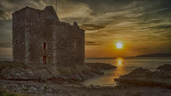 Portencross Castle Canvas Print by Geo Harris