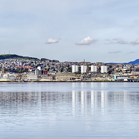 Buy canvas prints of Dundee City by Valerie Paterson
