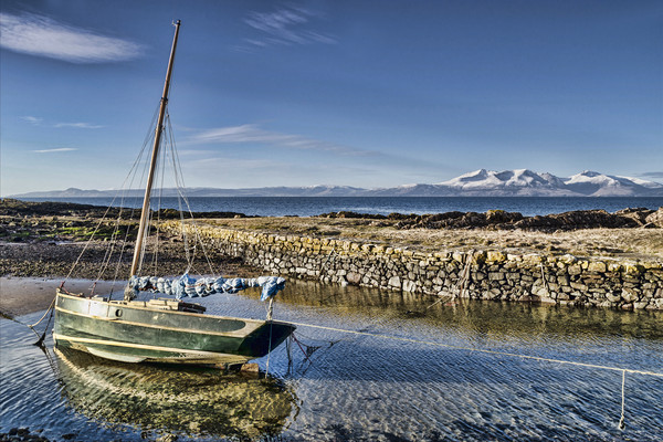 Boat in Portencross Harbour Canvas print by Valerie Paterson