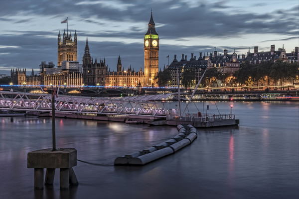 Westminster London Canvas print by Valerie Paterson