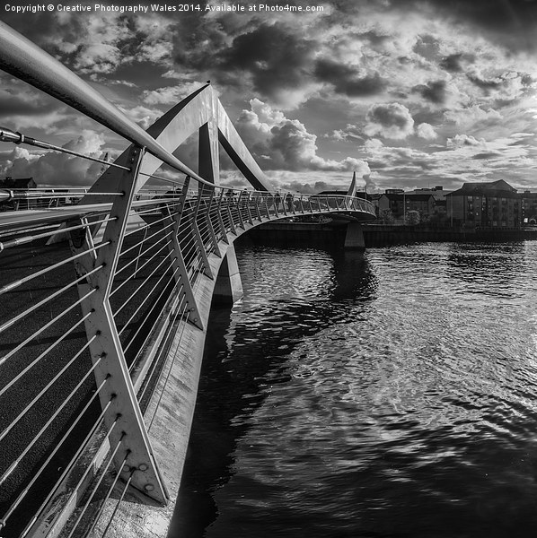 The Squiggly Bridge, Glasgow Canvas print by Creative Photography Wales