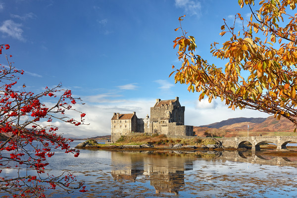 Eilean Donan in Autumn Canvas print by Grant Glendinning