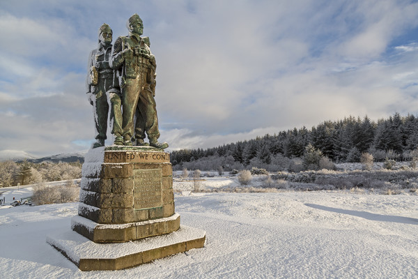 Commando Memorial at Spean Bridge Canvas Print by Derek Beattie
