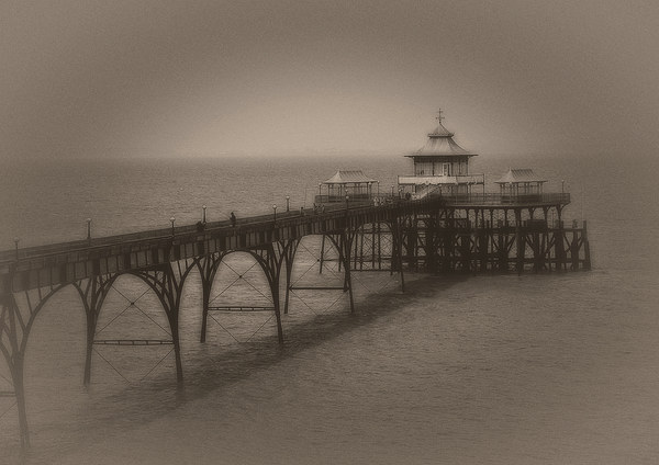 Clevedon pier Canvas print by Carl Shellis