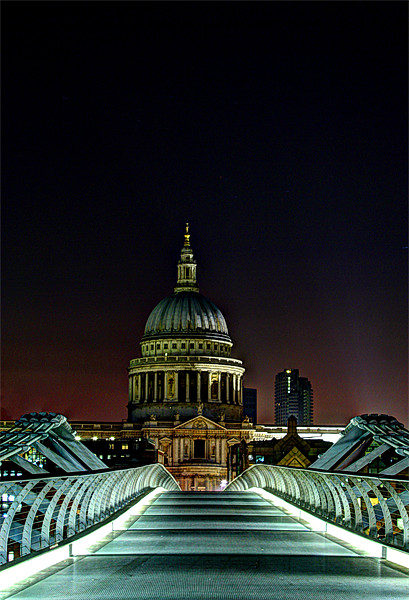 St Paul's Cathedral Canvas print by Sara Messenger