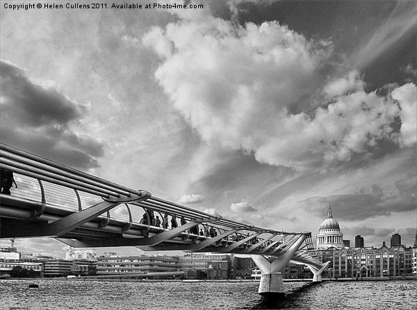 MILLENNIUM BRIDGE Canvas print by Helen Cullens