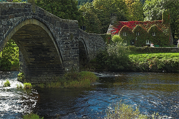 Tu Hunt T'R Bont a famous cottage tea room in Wal Canvas Print by JEAN FITZHUGH