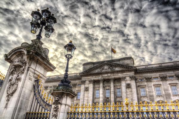 Buckingham Palace Framed Mounted Print by David Pyatt
