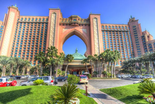 Atlantis Palm Hotel Dubai Canvas Print by David Pyatt