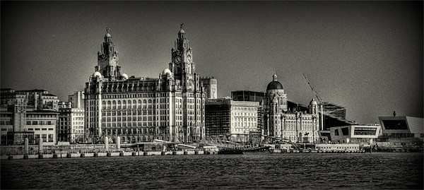 three graces liverpool Canvas print by susan davies