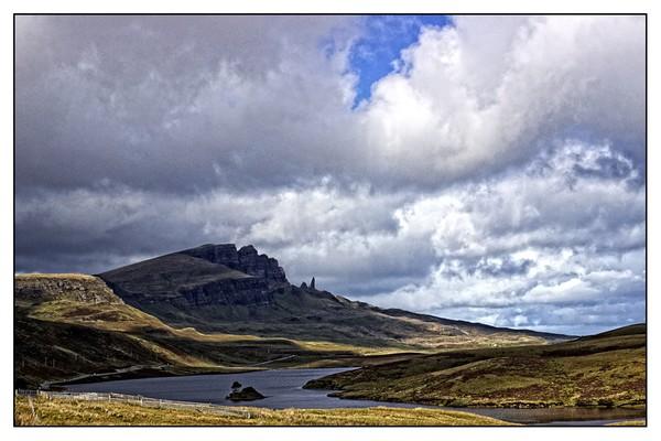 The Storr,Isle of Skye Canvas print by jane dickie
