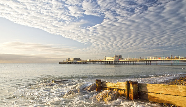 Morning Glory Worthing Canvas print by Clive Eariss