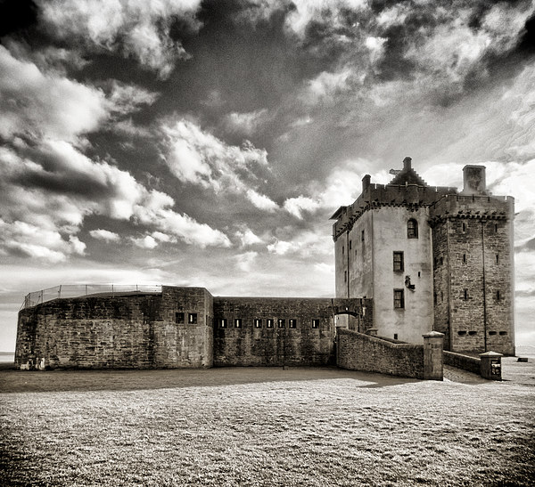 Broughty Castle Canvas print by Fraser Hetherington