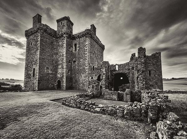 Balvaird Castle Canvas print by Fraser Hetherington