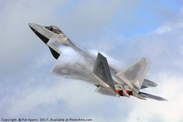 'Smokin' - F22 Raptor on the go. Canvas print by Pat Speirs