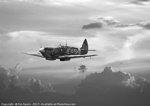 Spitfire - 'and shadows fall' Canvas print by Pat Speirs