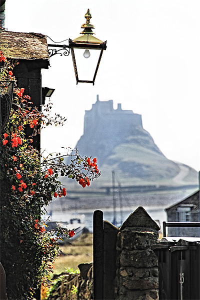 On The Way To Lindisfarne Castle Canvas print by Paul M  Baxter