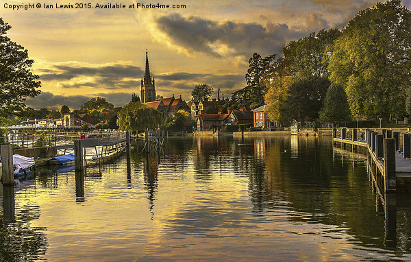 Marlow Late Afternoon Canvas print by Ian Lewis