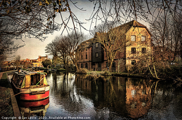 Above Newbury Town Lock Canvas print by Ian Lewis