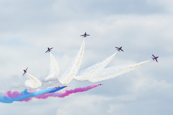 Red Arrows Display team Framed Print by Andrew Richards