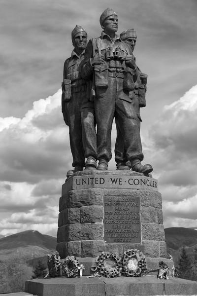 Commando Memorial, Spean Bridge>mono Canvas print by Rob Lester