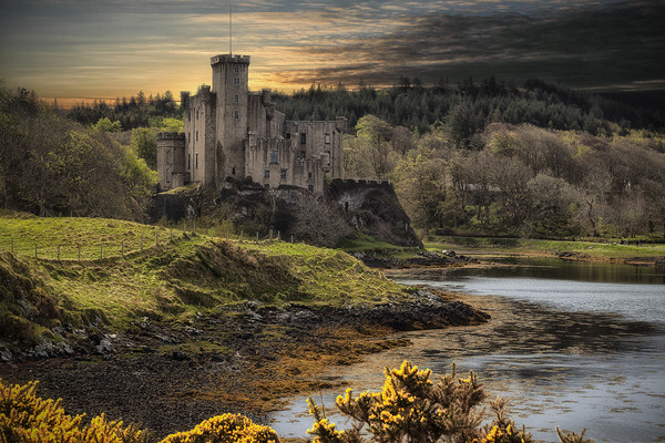 Dunvegan castle_uiginish_Isle ofSkye Canvas print by Rob Lester