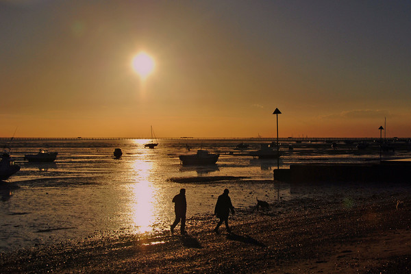 Sunset over Thorpe Bay beach Southend on Sea Canvas print by Andrew Evans