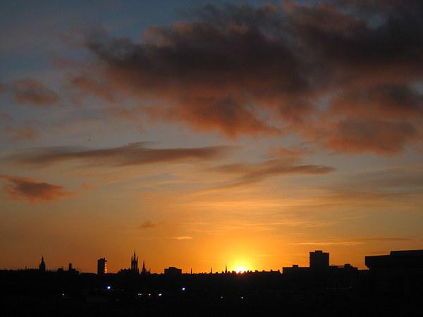 Aberdeen Skyline at Sunset Canvas print by Jennifer Watson