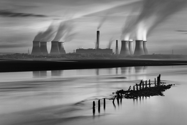 Fiddlers Ferry Power Station Canvas print by raymond mcbride