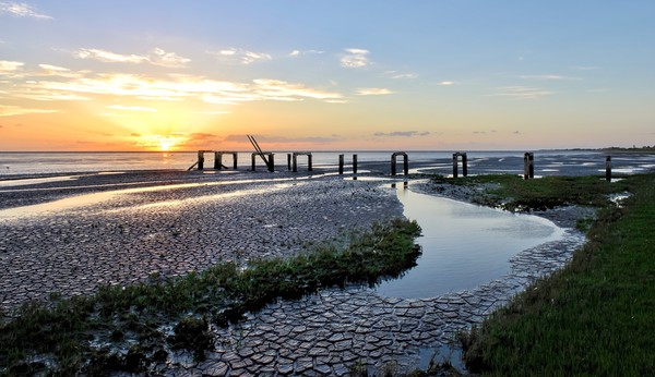 Sunset over the old jetty at Snettisham  Canvas Print by Gary Pearson