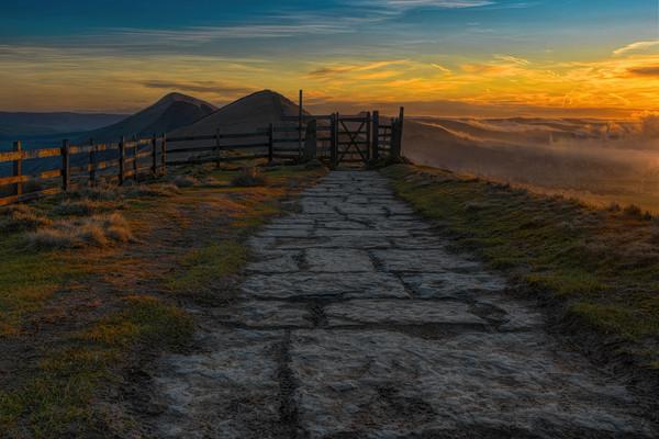 Mam Tor sunrise Canvas print by Robert Fielding