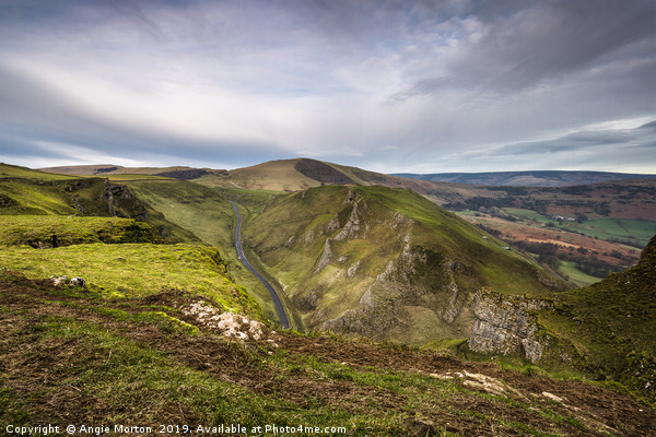 Winnats View to Mam Tor Canvas print by Angie Morton