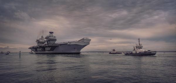 HMS Queen Elizabeth arrives at Portsmouth Canvas print by Ashley Chaplin