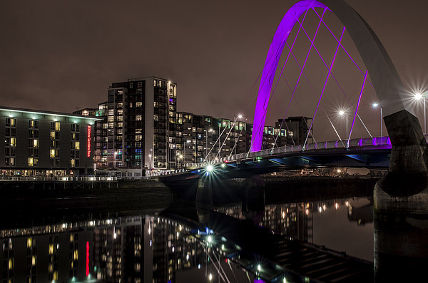 Squinty Bridge, Glasgow at Night Canvas print by Michael Moverley