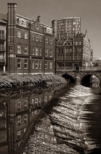 River Don Weir & Ladys Bridge, Sheffield Canvas print by Darren  Galpin