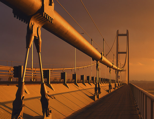 Humber Bridge at Sunset Canvas print by Darren Galpin