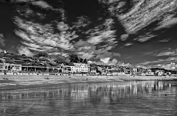 Lyme Regis Seafront in Mono  Canvas print by Darren Galpin