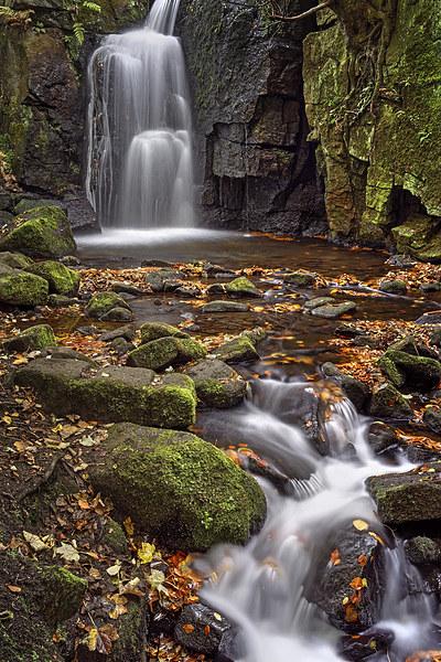 Lumsdale Falls in Autumn  Canvas print by Darren Galpin
