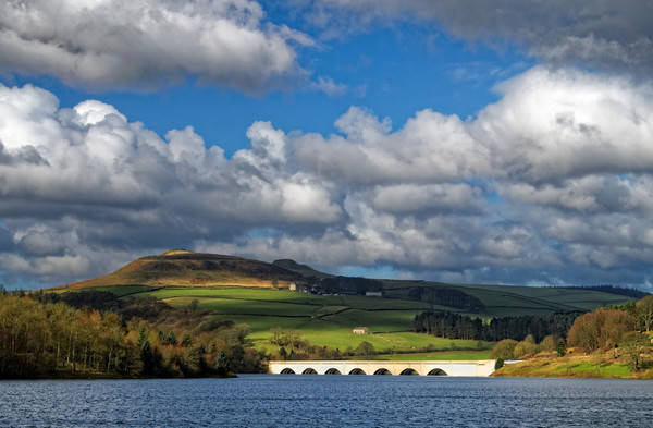 Clouds gathering over Ladybower Canvas print by Darren Galpin