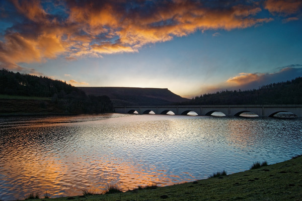 Ladybower Sunrise Canvas print by Darren Galpin