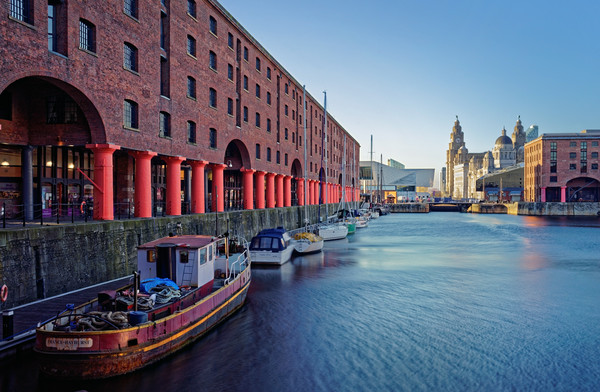 Albert Dock, Liverpool                             Canvas print by Darren Galpin