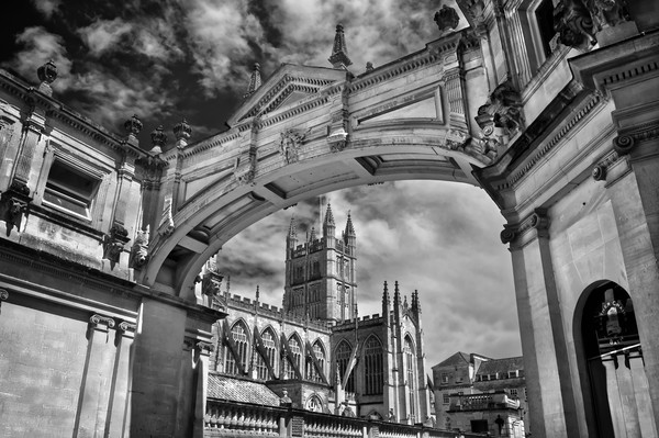Bath Abbey and Arch in Mono                       Canvas print by Darren Galpin