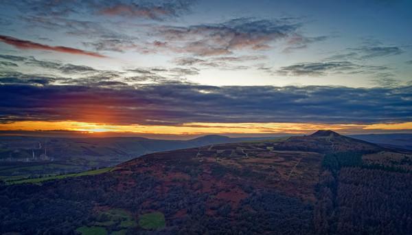 Win Hill Sunset                                Canvas print by Darren Galpin