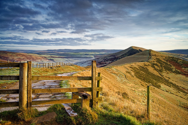 Gateway Along The Great Ridge                      Canvas print by Darren Galpin