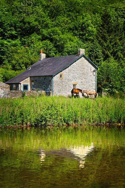 River Wye Cottage                       Canvas print by Darren Galpin