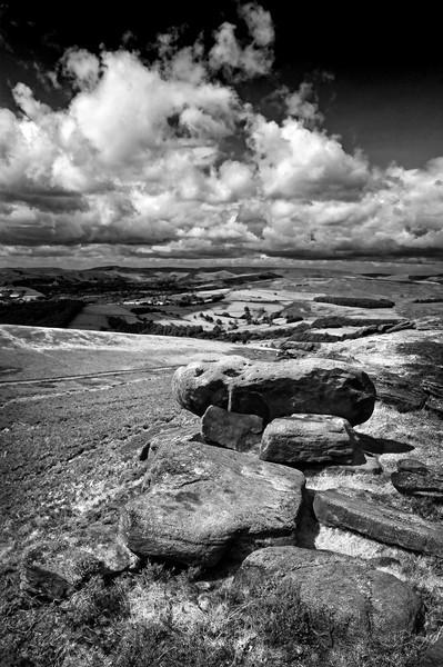 Hope Valley from Stanage Edge                      Canvas Print by Darren Galpin