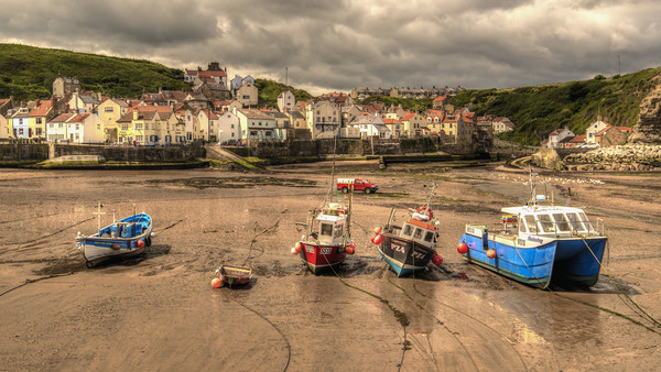 Storm over Staithes Canvas Print by Darren Ball