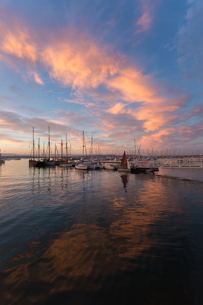 brixham marina sunset Canvas print by kevin murch